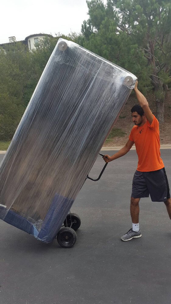 mover raises furniture for the relocation